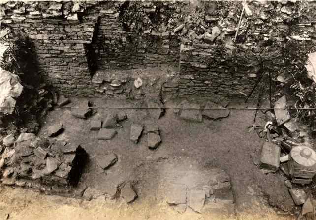 Figure 2. Position of blocks when found, Throne 1, 1932 (photograph courtesy of the Penn Museum Archives)